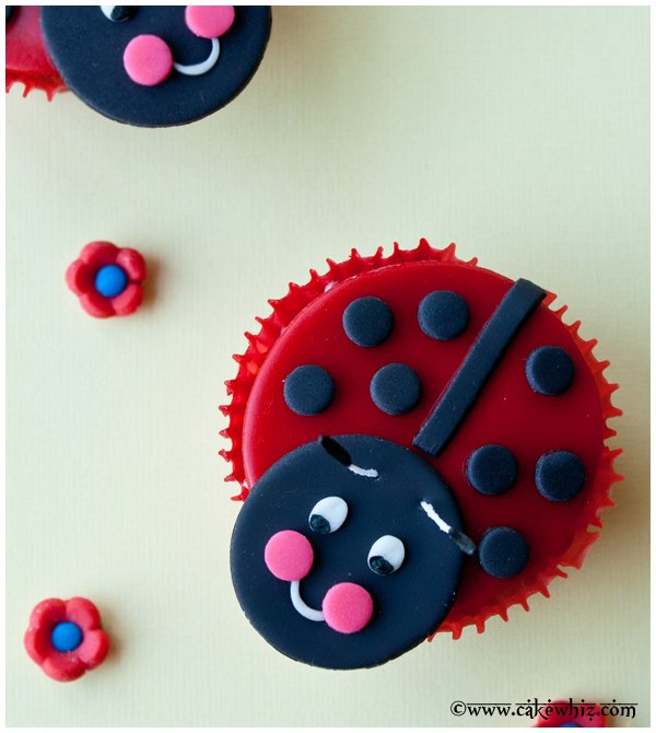 how to make ladybug cupcakes 2
