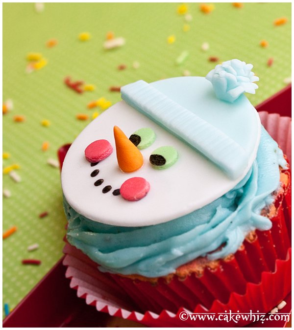 how to make a snowman cupcake topper 3