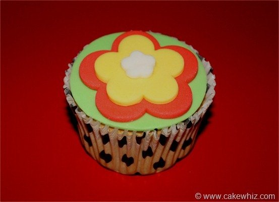 How to make cut out flower cupcakes 1