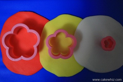 How to make cut out flower cupcakes 2