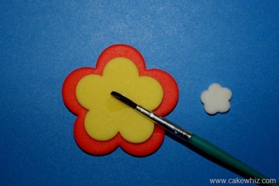 How to make cut out flower cupcakes 4