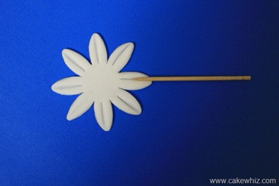 how to make fondant daisies 5