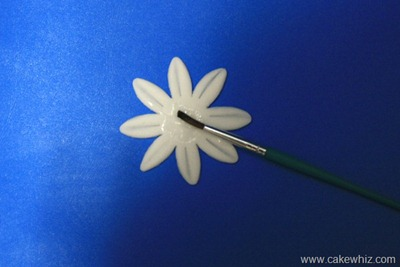 how to make fondant daisies 6