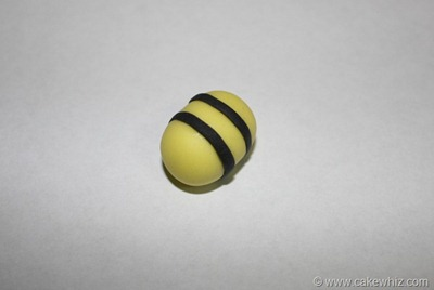 how to make fondant daisies and bumblebee for a cake 8