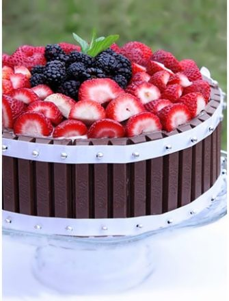 Kit Kat Cake With Strawberries (Easy Cake Decorating Idea)