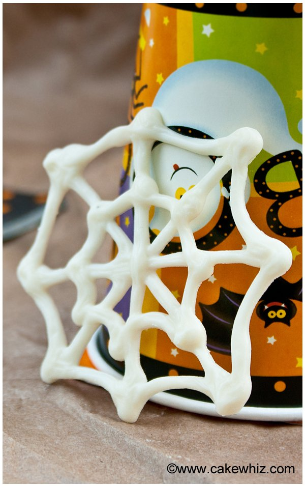 halloween spider web cupcakes 1