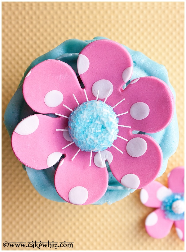 how to make a fondant polka dot flower