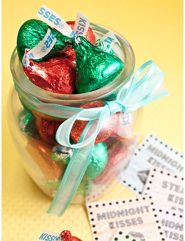 new year's kisses and printables