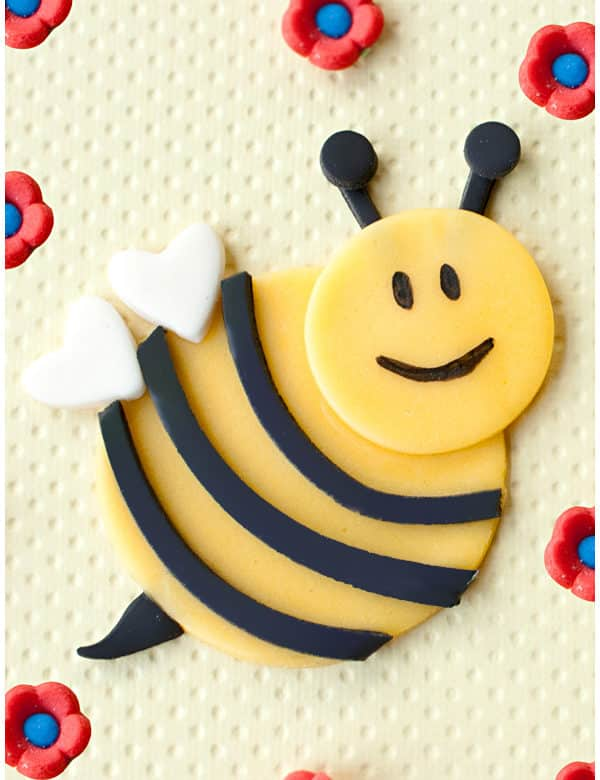 how to make a fondant bumblebee