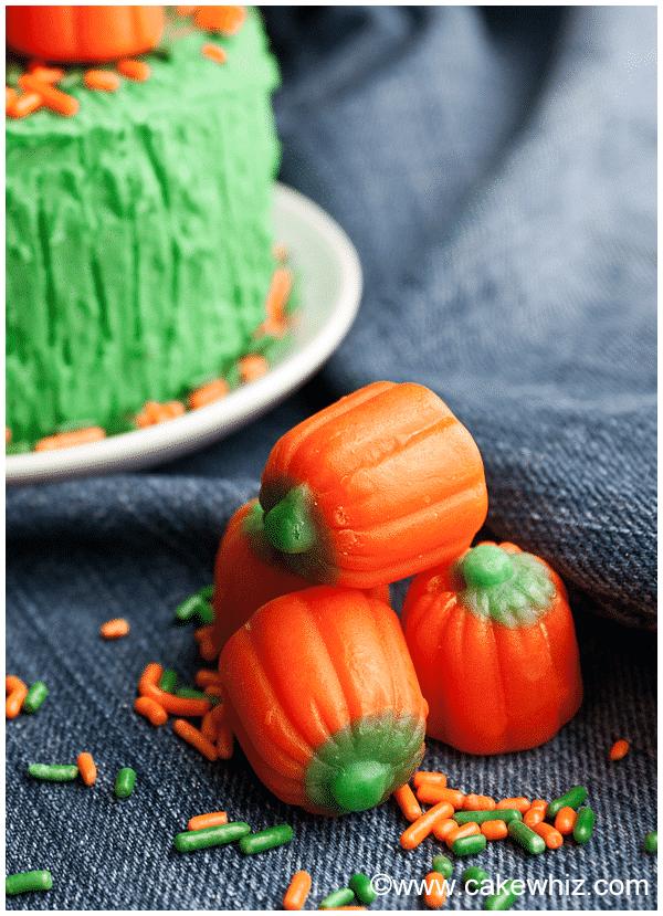 easy pumpkin cake with pumpkin candies 6