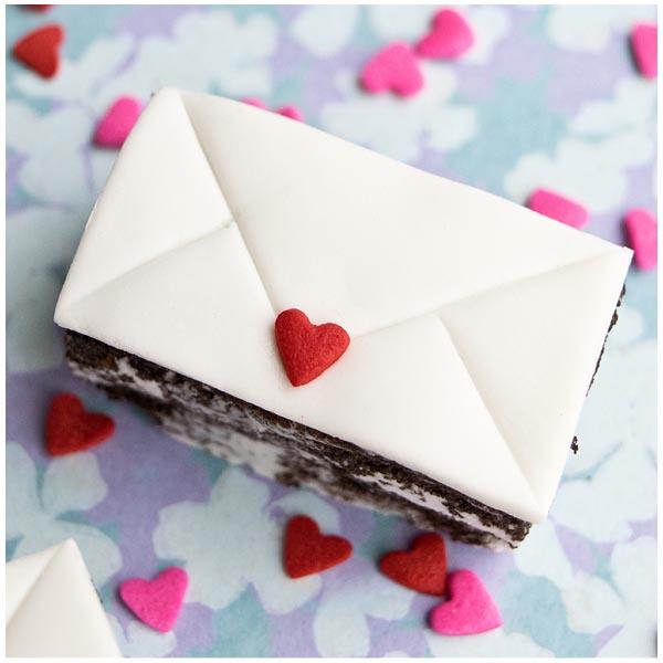 mini love letter cakes 18