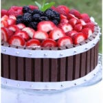 Kit Kat Cake With Strawberries (Quick and Easy Cake Decorating Idea)