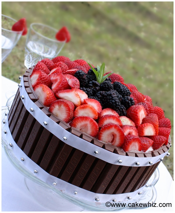cake with berries and kitkat 2