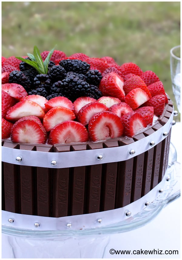 cake with berries and kitkat 6