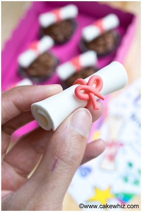 how to make graduation diploma cupcakes 1
