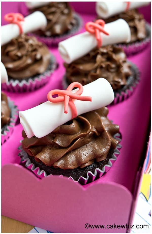 how to make graduation diploma cupcakes 2