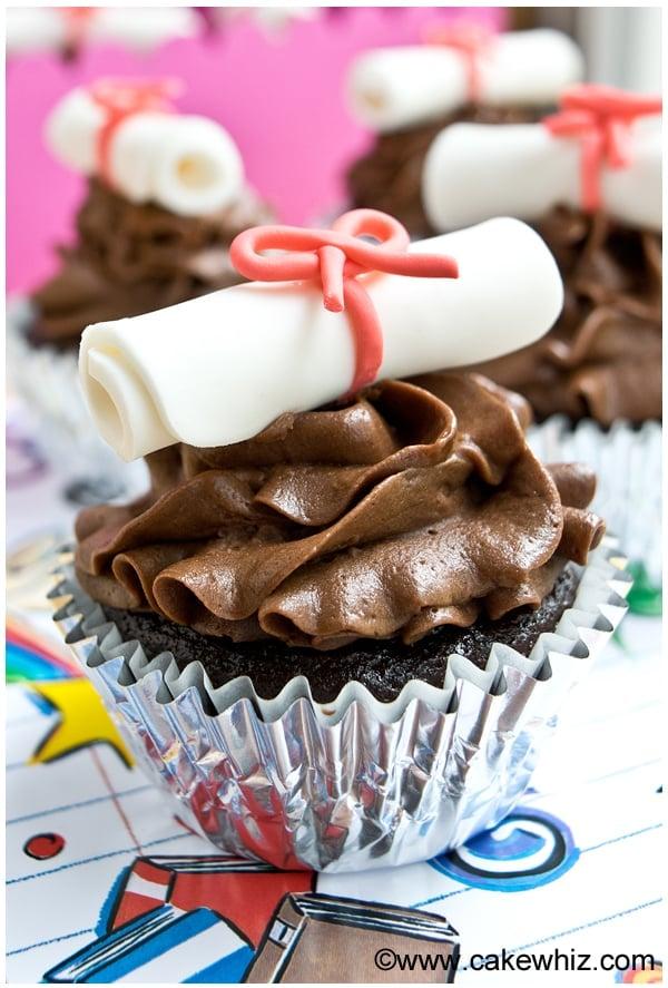 how to make graduation diploma cupcakes 7
