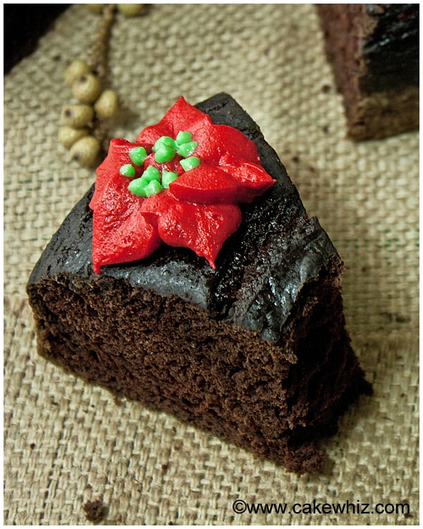 fat free chocolate cake with poinsettias 03
