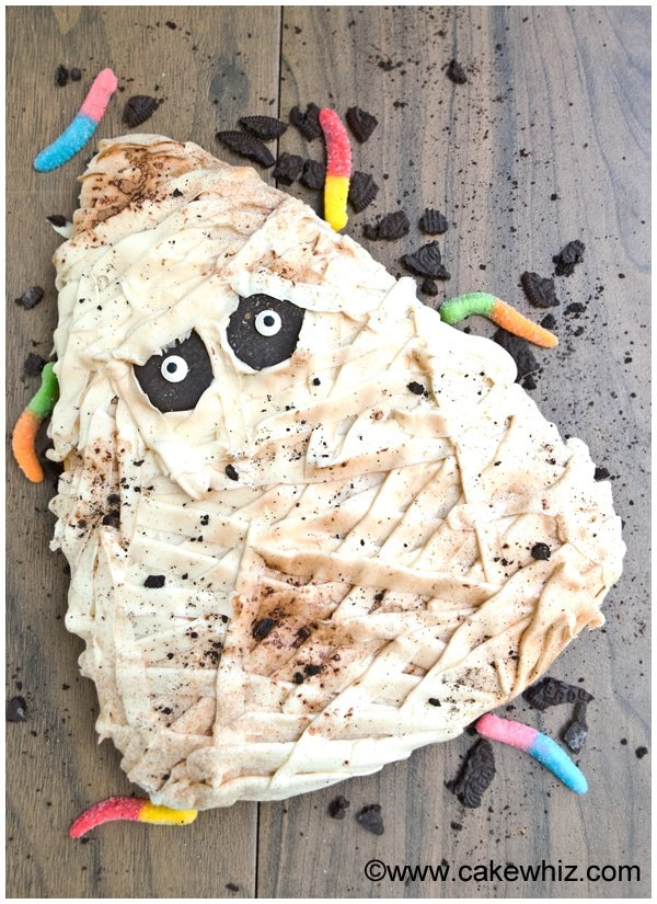 halloween mummy cake tutorial 1