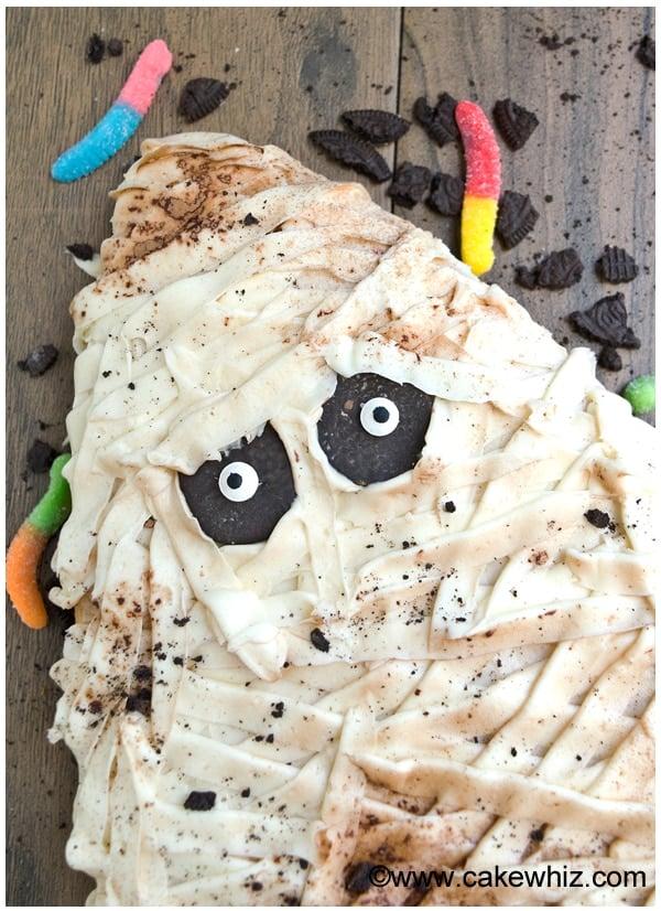 halloween mummy cake tutorial 2