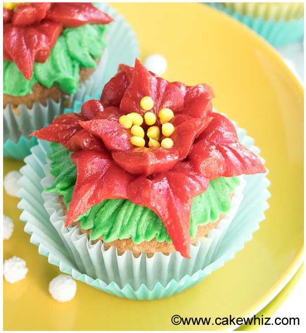 easy poinsettia cupcakes
