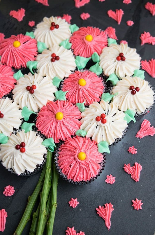 However I Wanted To Make A PULL APART Flower Bouquet Cupcake Cake Which Is Simpler And Easier Than Those Versions