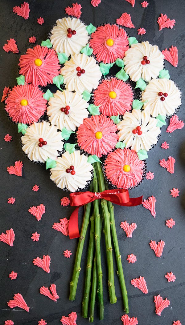 How to Make a Flower Cupcake Bouquet - CakeWhiz