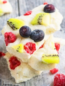 Frozen Yogurt Bark (Greek Yogurt Bark Recipe)