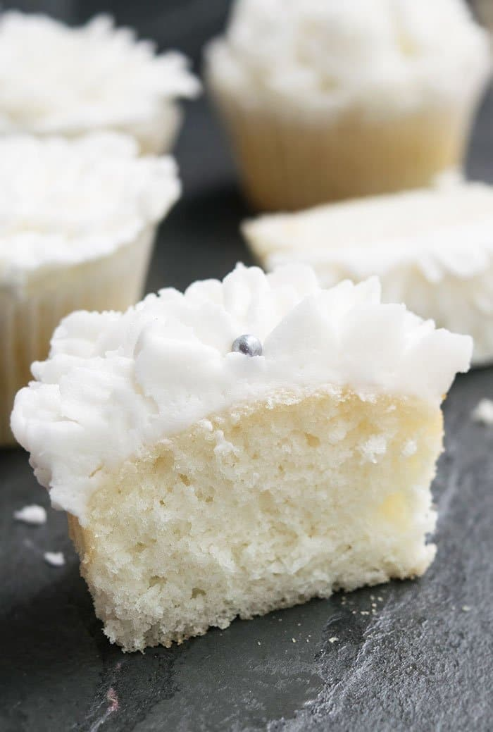 Easy White Cupcakes Recipe