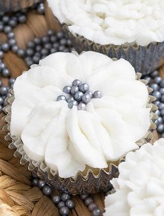 White Wedding Cupcakes Recipe and Tutorial