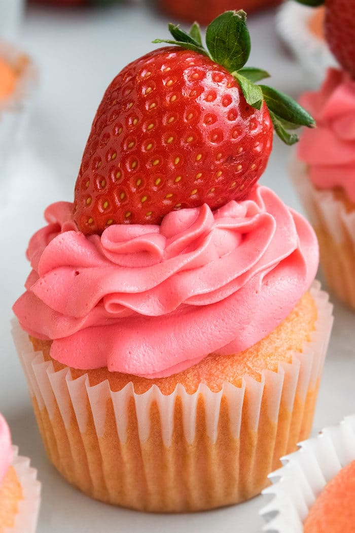 Easy Strawberry Cupcakes Recipe