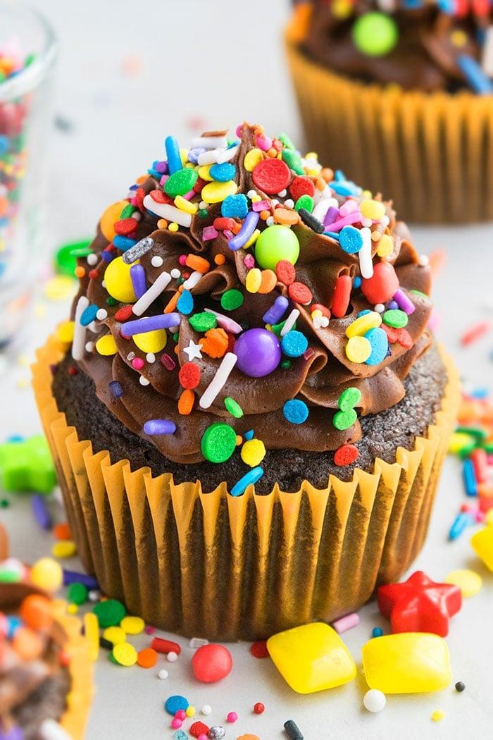 Groovy Birthday Cupcakes Pinata Cupcakes Cakewhiz Funny Birthday Cards Online Inifofree Goldxyz