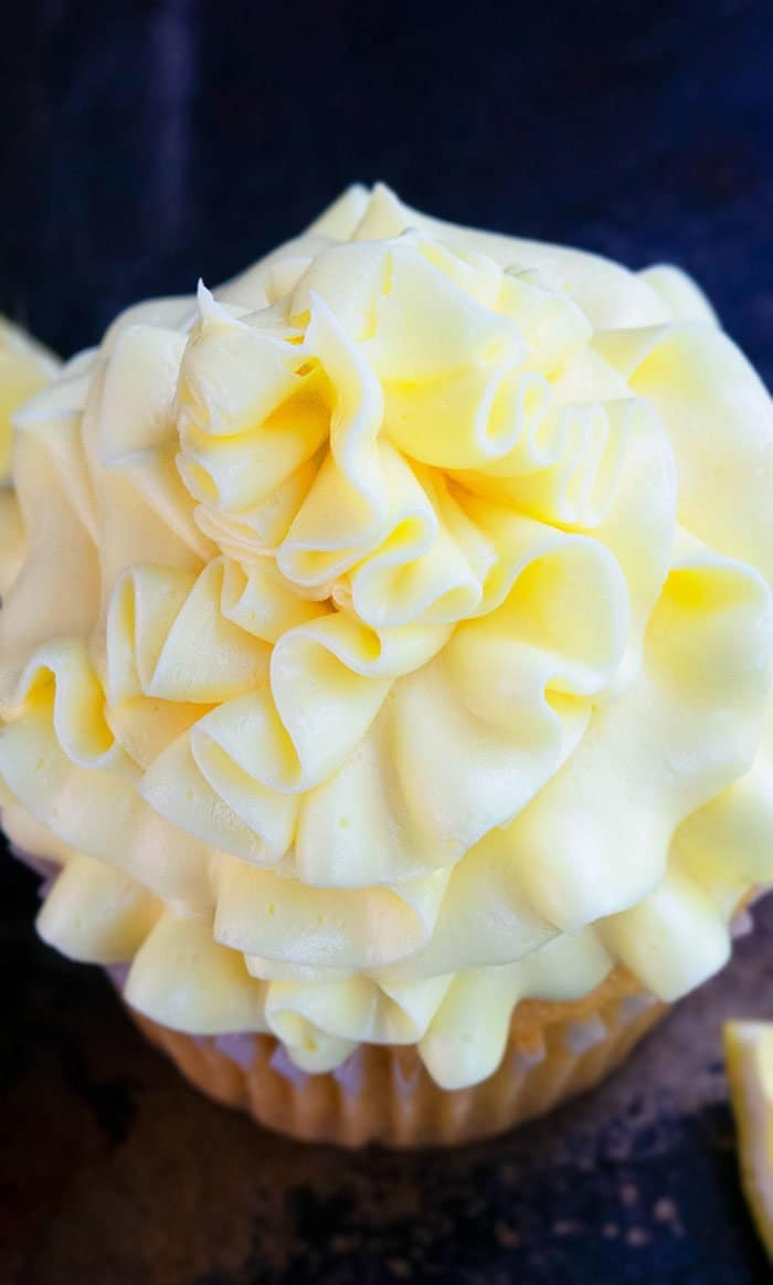 Lemon Icing For Cakes and Cupcakes