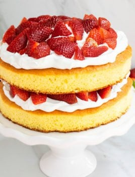 Easy Strawberry Shortcake Cake Recipe