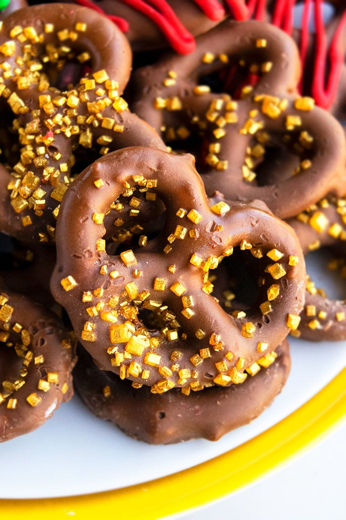 How to Make Chocolate Covered Pretzels with Sprinkles