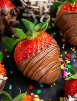 Easy Homemade Chocolate Covered Strawberries Recipe