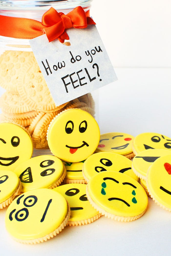 A Jar With Decorated Oreos Inside and Outside with a Label Entitled: How do You Feel?